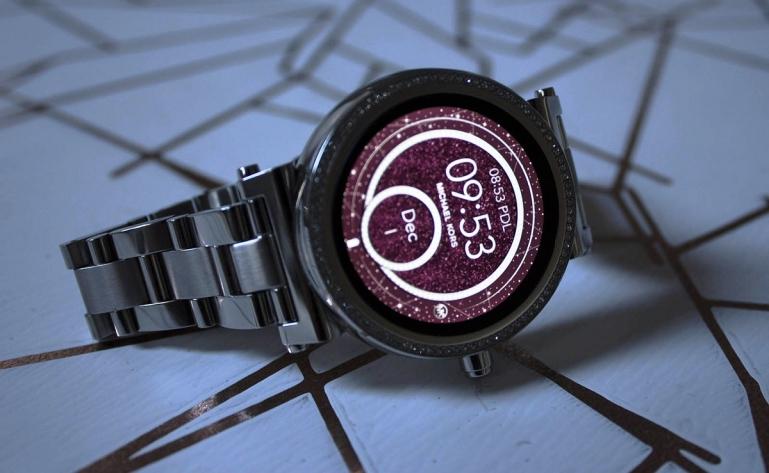 Дизайнерские «умные» часы Michael Kors Access Sofie 2.0 с платежным модулем  и другими возможностями 686c26c14a6