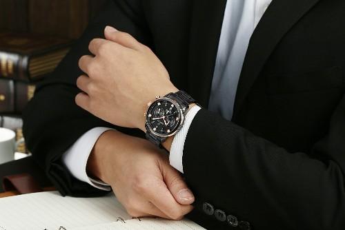 Стильний класичний швейцарський годинник цілком підійде для бізнес-ланчу з серйозним  діловим партнером 6a84223ad5dcf